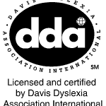 Logo dda, davis methode. Hulp bij dyslexie, dyscalculie, AD(H)D en andere leerproblemen. Hoogbegaafd